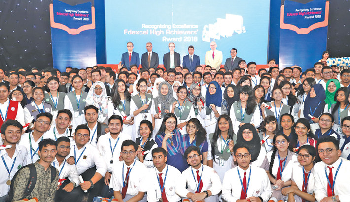 689 Bangladeshi students receive Edexcel high achievers' award