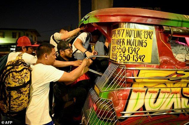 Philippine 'jeepney' artists stalked by extinction