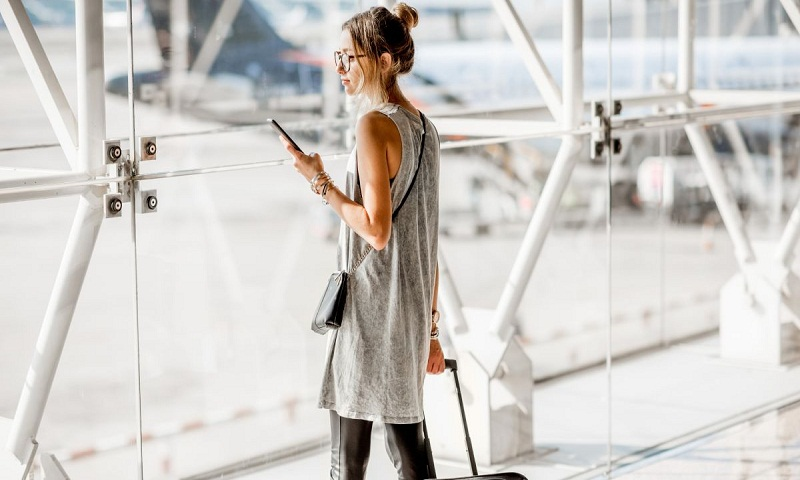 Give your airport look a fashionable twist