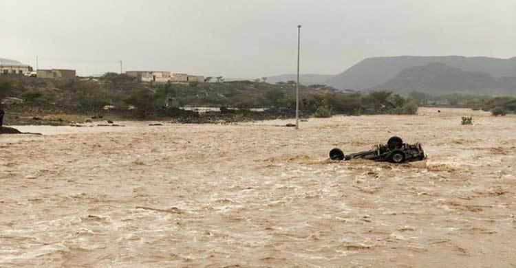 Floods in Saudi Arabia kill 12