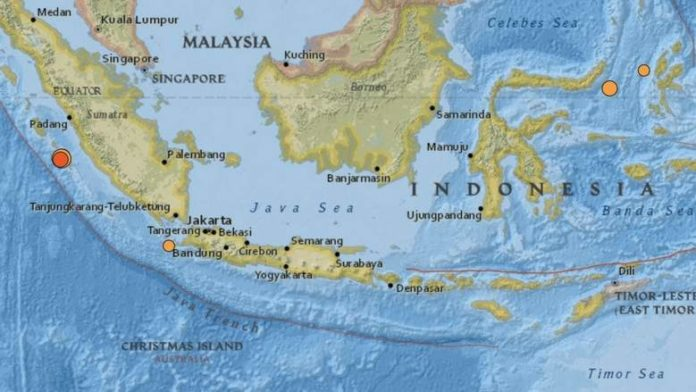 Strong 6.1-magnitude quake rocks western Indonesia