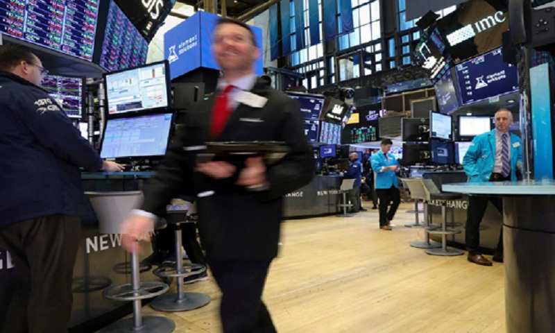 Global stocks mostly rise after strong US jobs data