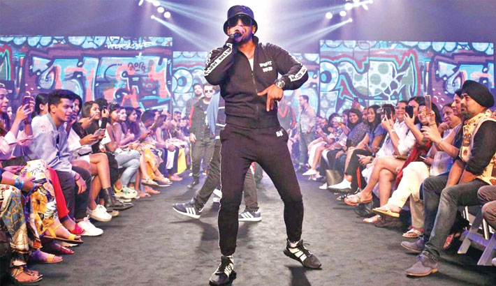 Ranveer raps his way to the runway at LFW Summer