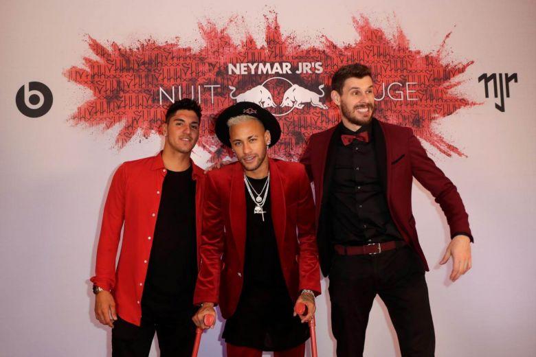 Neymar celebrates birthday in style and on crutches