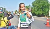 Runner carries puppy for 30 km during marathon