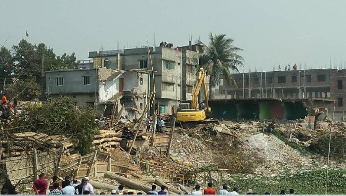 282 structures dismantled along Buriganga, Karnaphuli