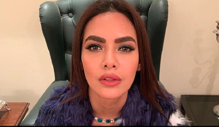 Esha Gupta apologises to Arsenal footballer for 'racist' comment