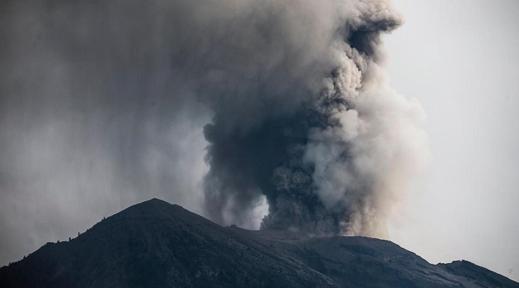Erupting Indonesian volcano spews ash, lava