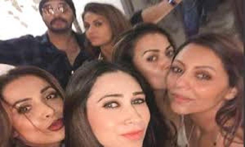 Arjun Kapoor joins Malaika Arora, Karisma Kapoor at Gauri Khan's bash