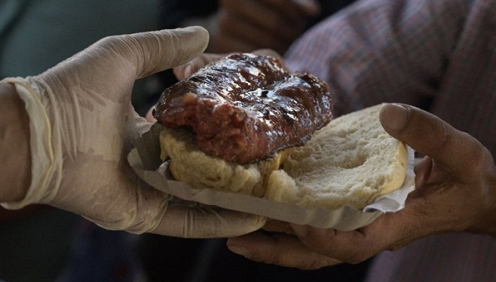 Sausage sandwich ban sparks demo in Argentina