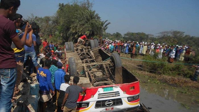 Schoolgirl killed in Khulna picnic bus crash