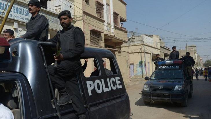 Suspected militants kill 4 police in Pakistan