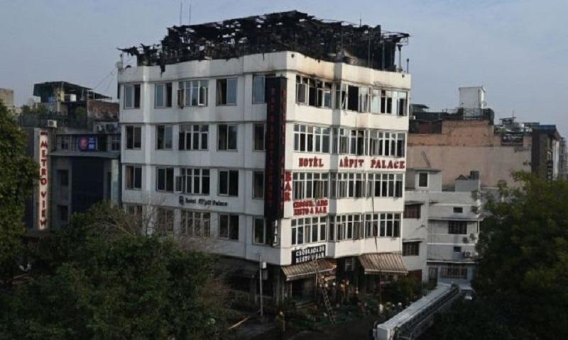 Karol Bagh: Seventeen die in India Delhi hotel fire