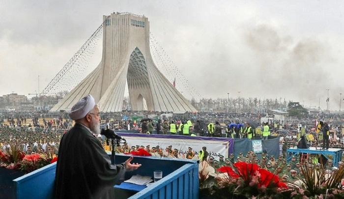 Massive crowds mark 40th anniversary of Iran revolution
