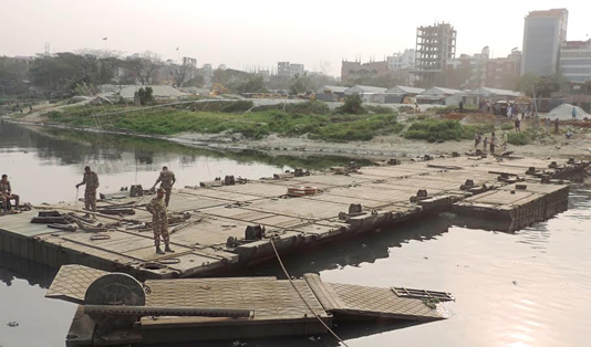 Army builds 7 temporary bridges on Turag River for Ijtema
