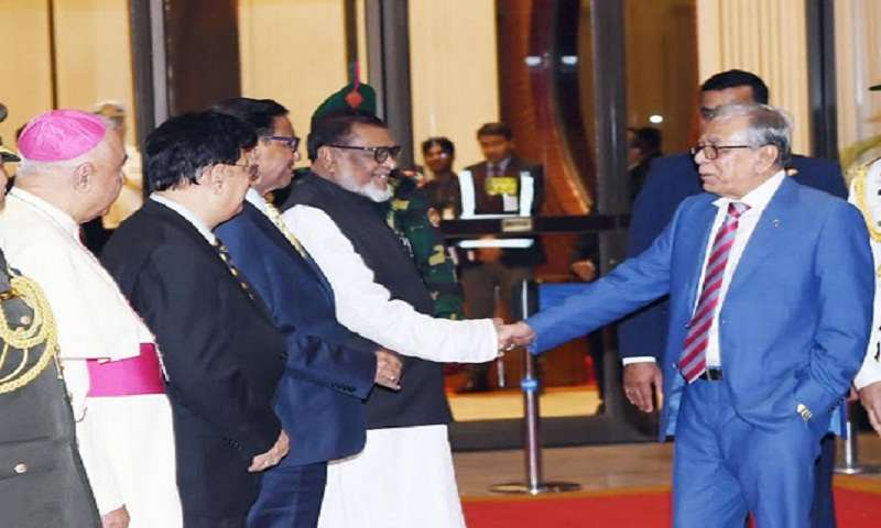 President returns home after health check up