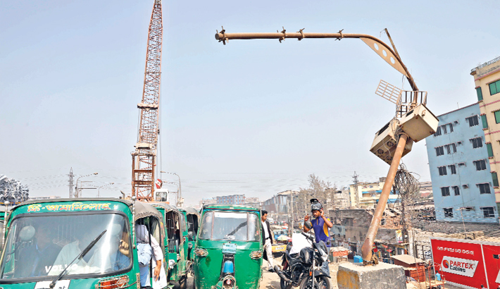 Remove  electricity poles from roads: HC
