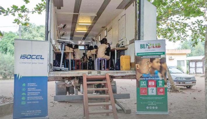 Travelling classroom bridges digital divide in Benin
