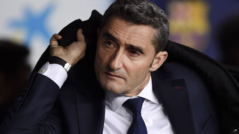Barca extends contract of coach Valverde