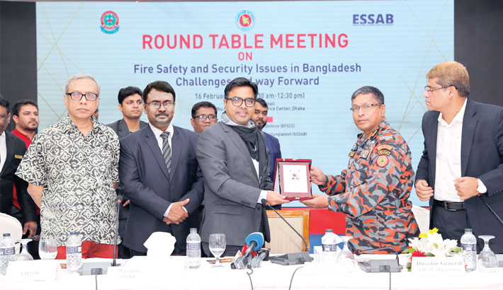 Fire Service and Civil Defense Director General Brig Gen Ali Ahmed Khan hands over a crest to DSCC Mayor Sayeed Khokon