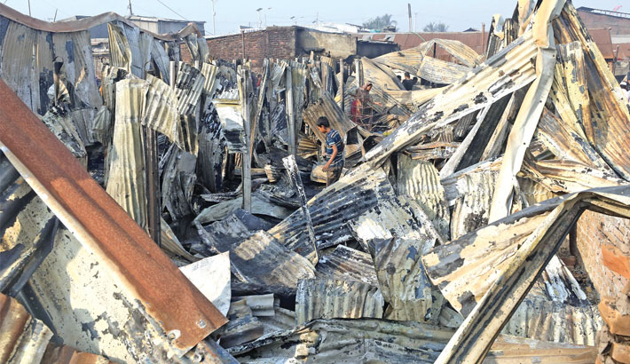 Nine burnt alive in Ctg slum fire