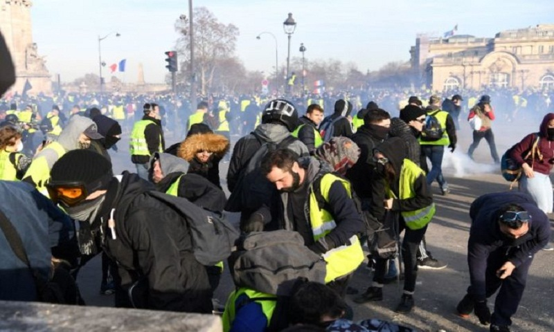 France rallies to denounce anti-Semitic insults at protests