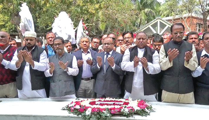 Prayers after placing a wreath at the grave of Father of the Nation