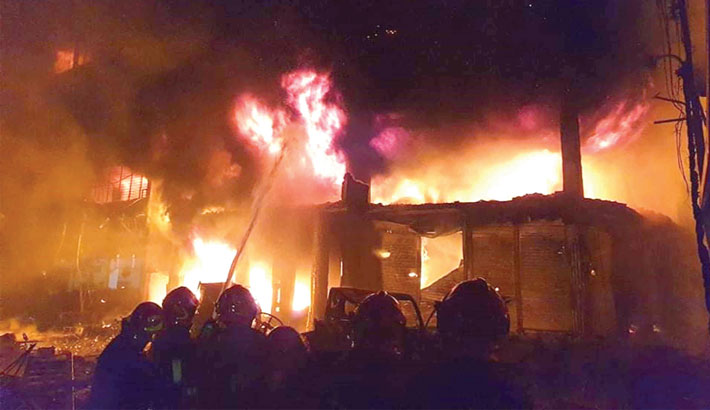 Scores injured as bldg catches fire in Chawkbazar