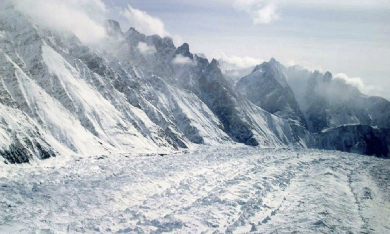 Avalanche in Indian Himalayas kills 1, leaves 5 missing