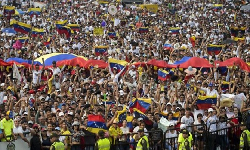 Venezuela crisis: Colombia border points closed amid aid stand-off