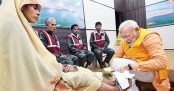 Modi washes feet of sanitation workers (Video)
