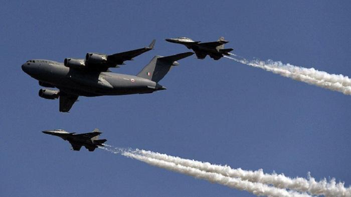 Do viral videos show India, Pakistan warplanes in Kashmir?