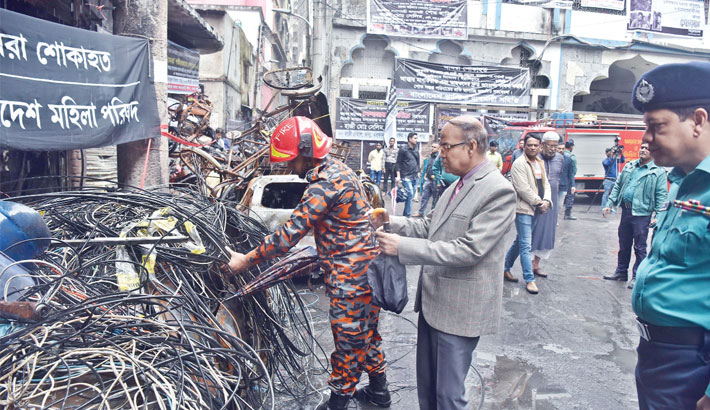 A team of experts from Bangladesh University of Engineering and Technology visits the fire scene
