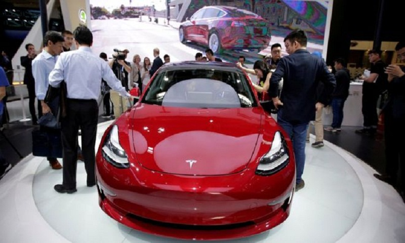 Tesla drives down price for Model 3