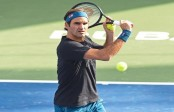 Federer reaches semis in Dubai