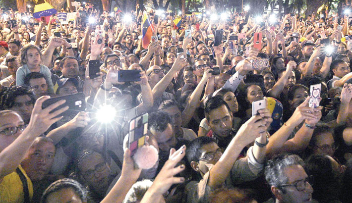 Supporters of Venezuelan opposition leader
