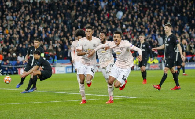 Solskjaer leads United to another late CL win as PSG falters