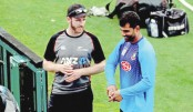 Tamim chats with Kane Williamson while visiting the ground