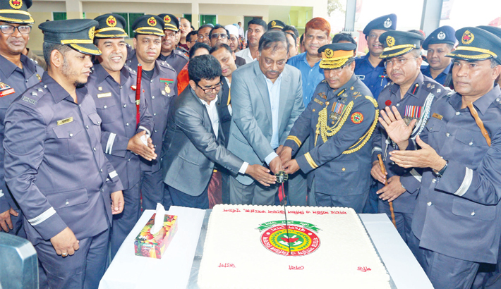 Govt working to enhance firefighters' ability