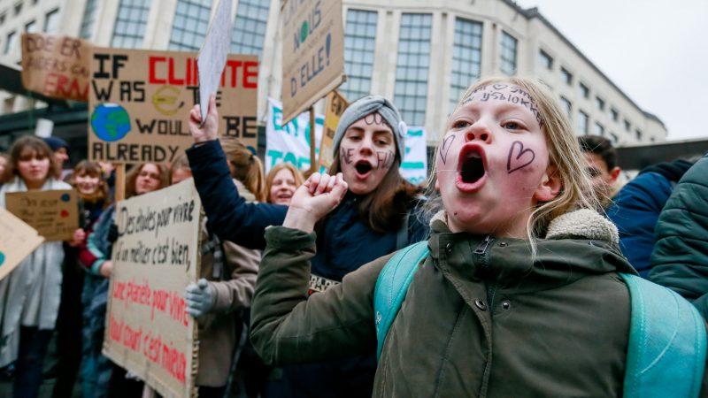 Tens of thousands pack Paris climate demo