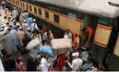 Bombing aboard train kills 3 in southwest Pakistan