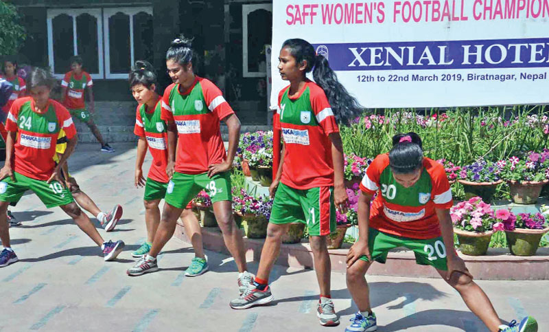 Eves to face India in semi-final Wednesday