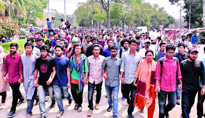 Protesters lay siege to VC office for fresh DUCSU poll
