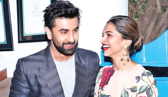 Deepika, Ranbir share a peck  on the cheek