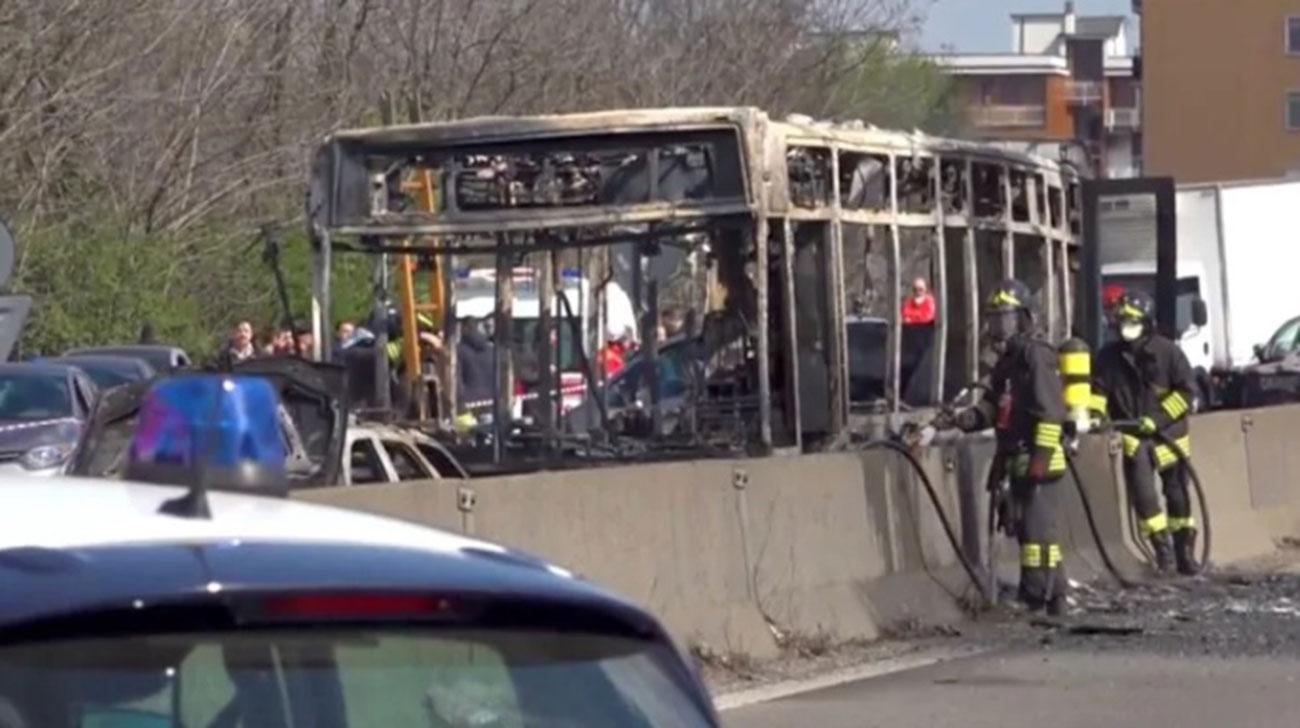 Italian bus driver hijacks 51 children, set vehicle on fire