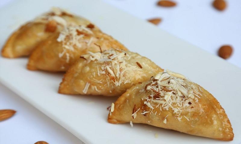 Recipe for golden fried mawa gujia