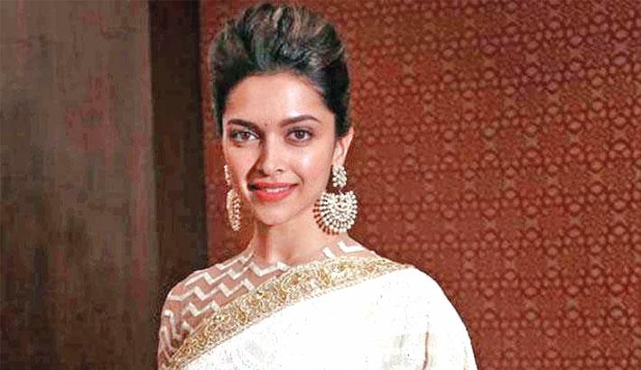 Deepika gets annoyed as Vicky calls her 'bhabhi' at awards show