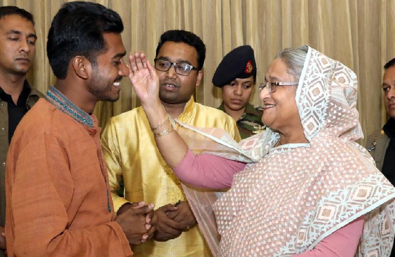 Proposal to make Hasina lifetime DUCSU member