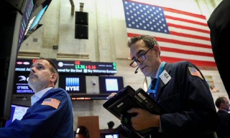 Global markets fall amid slowdown fears