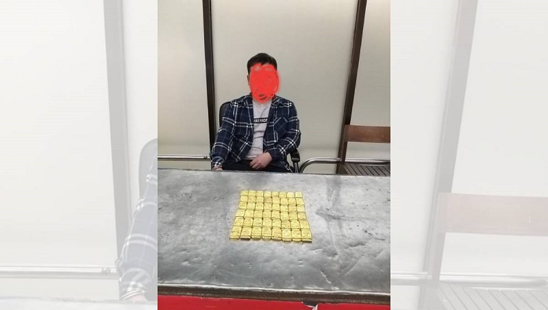 Chinese national held with 48 gold bars at Dhaka airport